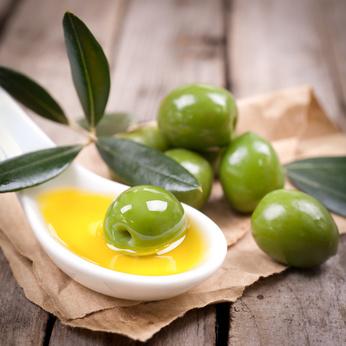 Dank seiner Inhaltsstoffe hat Olivenöl eine gesundheitsfördernde Wirkung