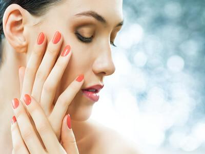 Mit einer guten Maniküre sehen unsere Hände gepflegt aus.