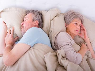 Ältere Menschen leiden vermehrt an Überforderung und Schlafstörungen.