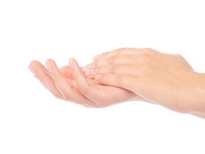 Zu gepflegten Händen gehören schöne, feste Nägel.